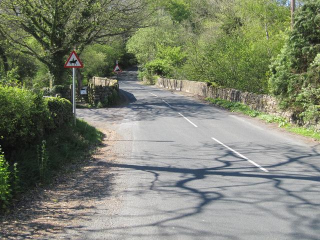 Bentham Road towards Parkfoot Bridge
