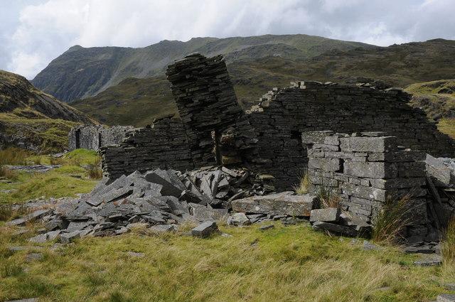 Crumbling walls, Rhosydd Quarry