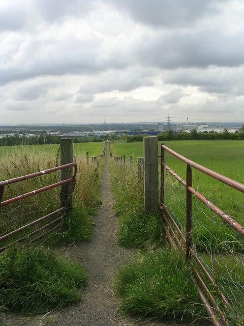 Footpath across fields - off Walton Drive