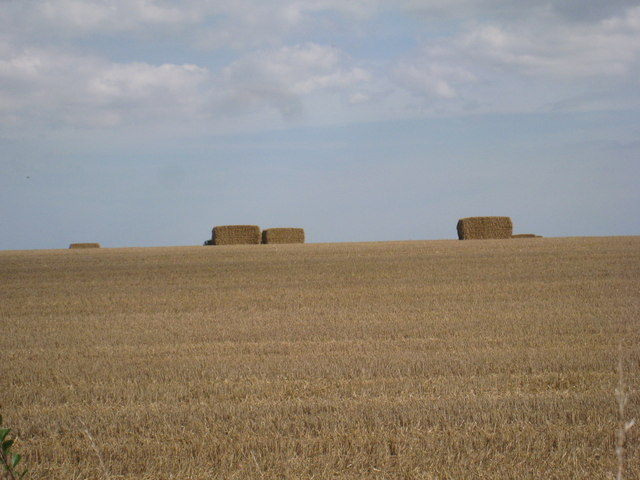 Straw bales on the horizon