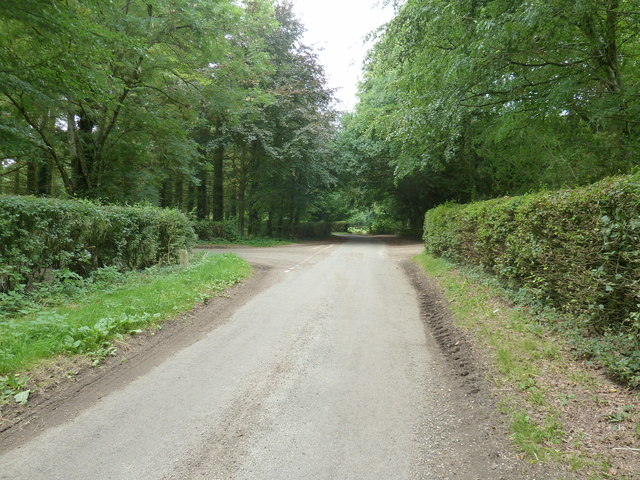 Road junction at the end of Hyter's Lane