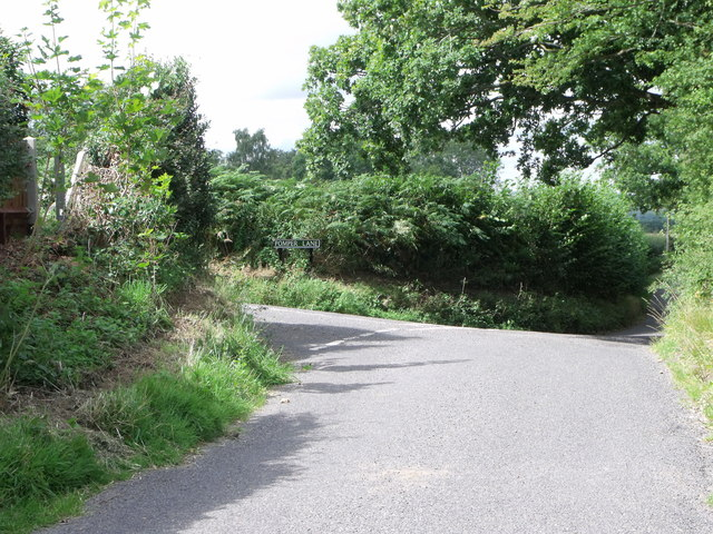 Minor roads junction, south of Goddard's Green