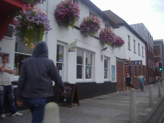 The Globe pub on Stockbridge Road
