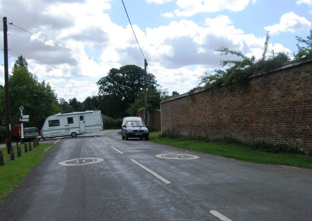 Caravan in the road, Minstead