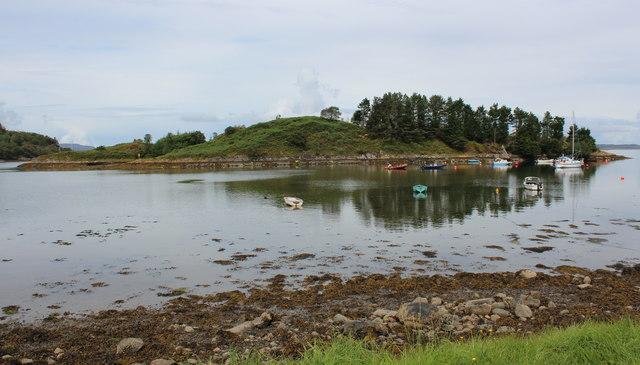 Eilean da Mheinn, Crinan Harbour