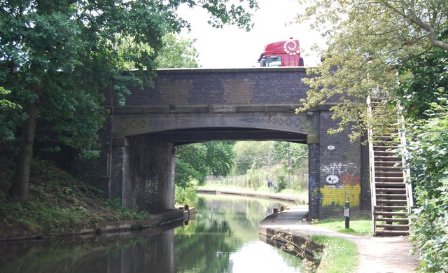 Worcester and Birmingham Canal, bridge 82