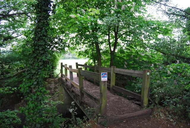 Footbridge over Beverley Brook
