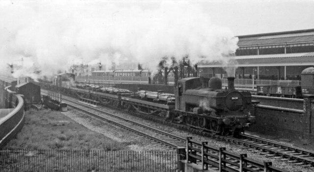 Down goods train passing Moor Street station, Birmingham