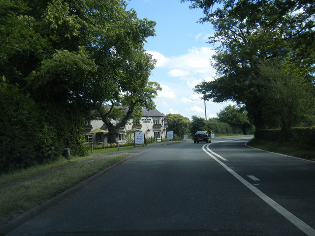 Chelford Road approaching Dun Cow Inn