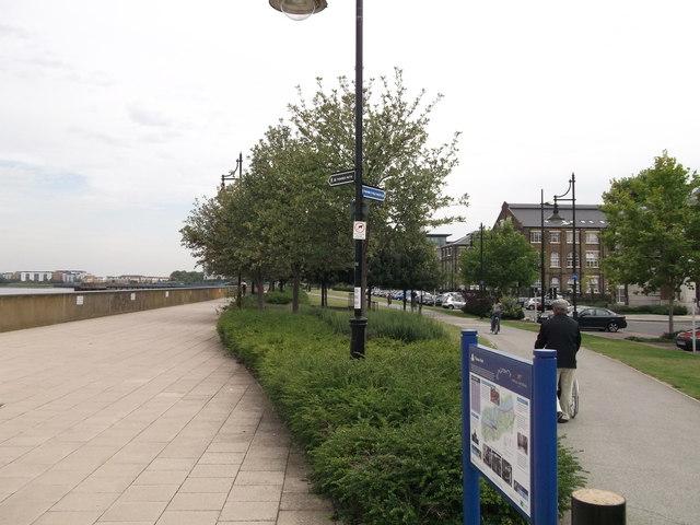 Thames Path at Royal Arsenal Woolwich