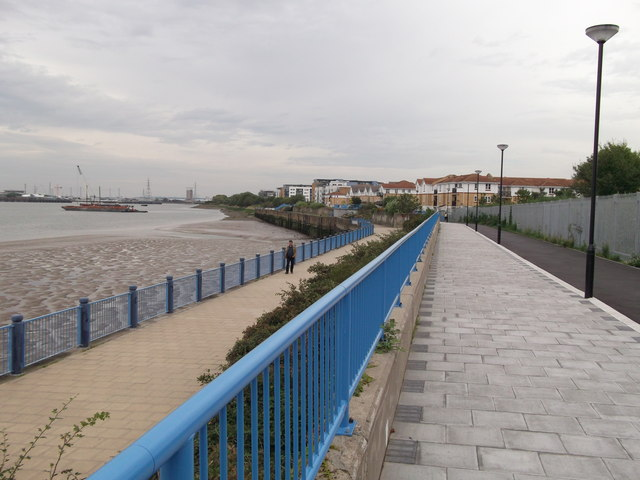 Thames Path and Thames Cycle Route to Thamesmead