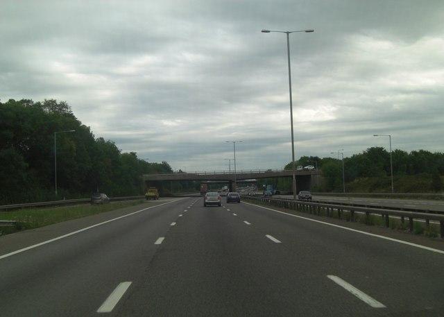 M4 bridge carries A329(M) northbound carriageway