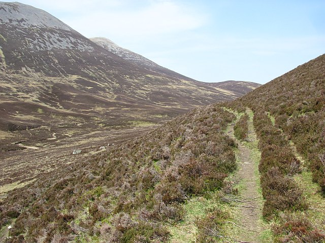 Path beneath Sròn na h-Innearach