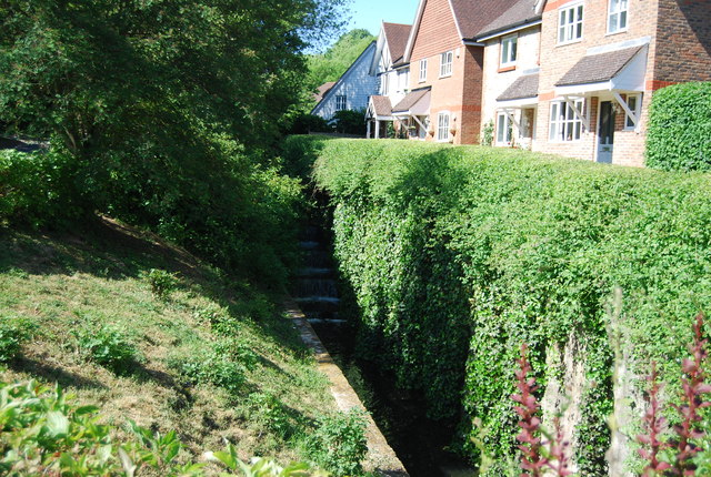 Houses by the stream, Basted