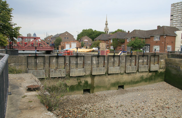 Former entrance to Shadwell Basin