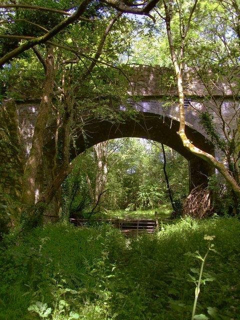 Bridge across a railway line which never was
