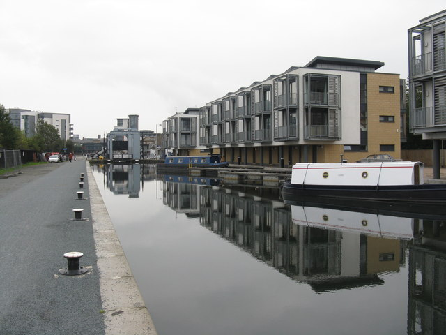 New houses on the Union Canal