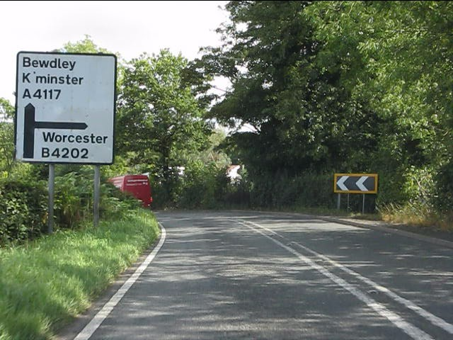A4117 approaching the B4202 junction