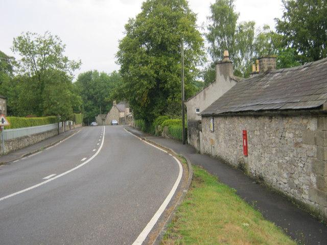Alport Lane leading northeast through Alport