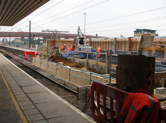 Cambridge Station: building the new footbridge