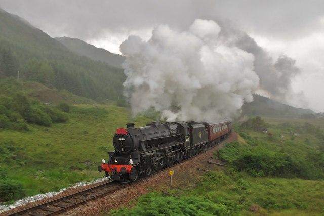 'The Jacobite' leaves Glenfinnan