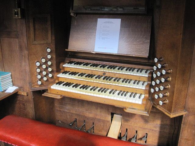 Organ Console. St Matthew's Church