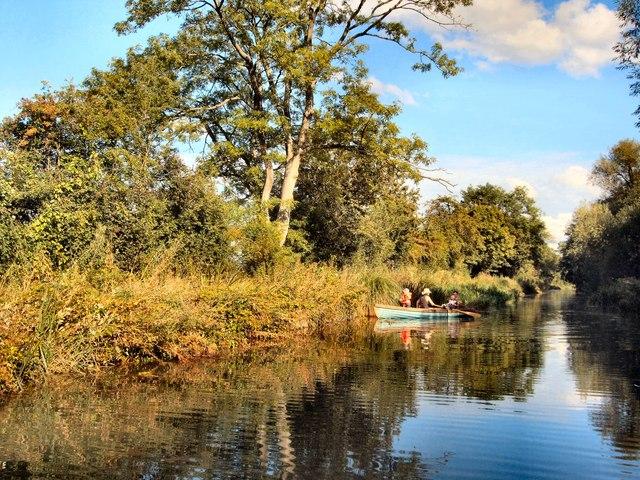Canoe on Basingstoke Canal