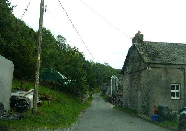 Road passing through yard of Ridding Side Farm