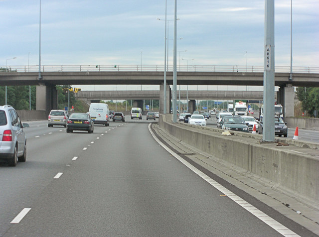 M25 interchange overbridge at Junction 14