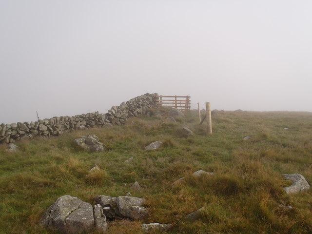 Dyke meets fence on Black Shoulder