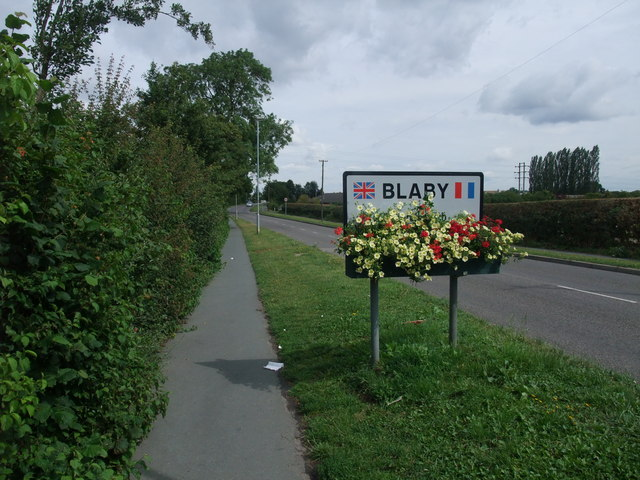 Cycle Route 6 entering Blaby along Winchester Road