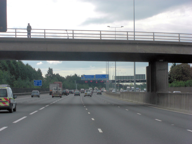 M25 passes under New Wickham Lane