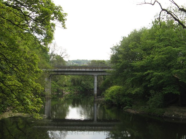 Railway Bridge TJC3/55 over the River Aire at Hirst Wood