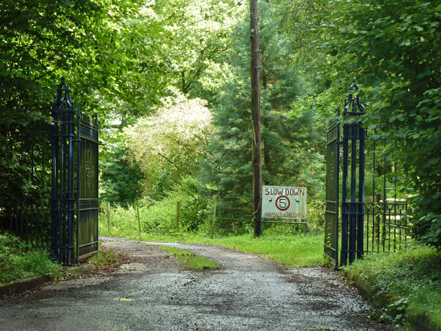 Gates to Wood Farm