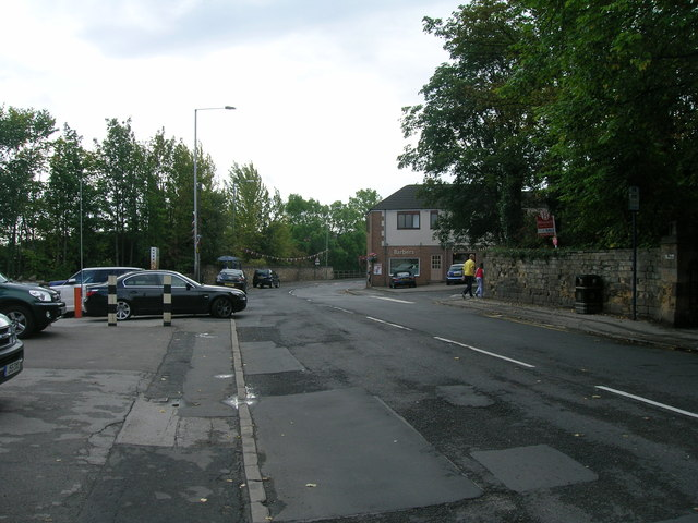 Woodhouse Lane heading south