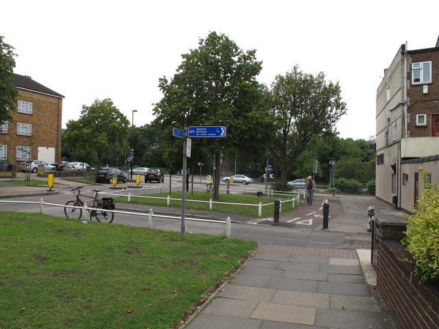 Cycle track from Twyford Abbey Road to go under the North Circular