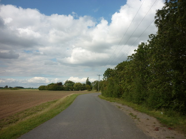 Heading north along Rushy Drove