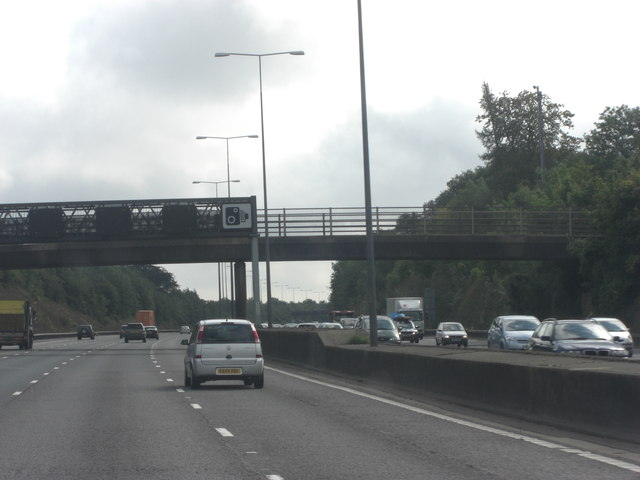 M25 bridge carrying Pebble Lane