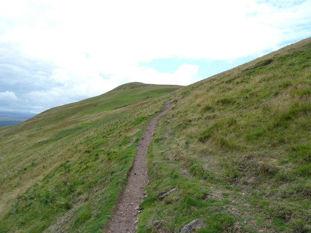 Path approaching summit of Turnhouse Hill, Pentlands