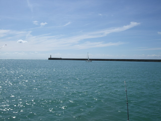 Lighthouse at end of Western Breakwater