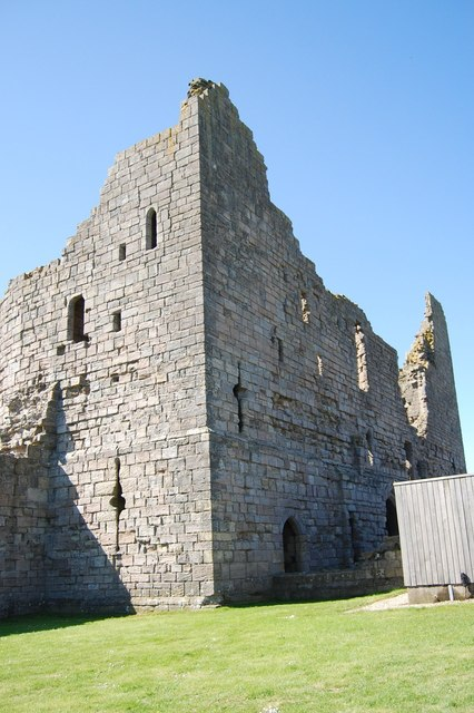 Dunstanburgh Castle - gatehouse (ruined)