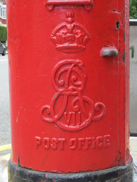 Edward VII postbox, Chichele Road / Rockhall Road, NW2 - royal cipher