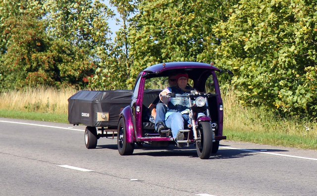 Trike and trailer on the A420