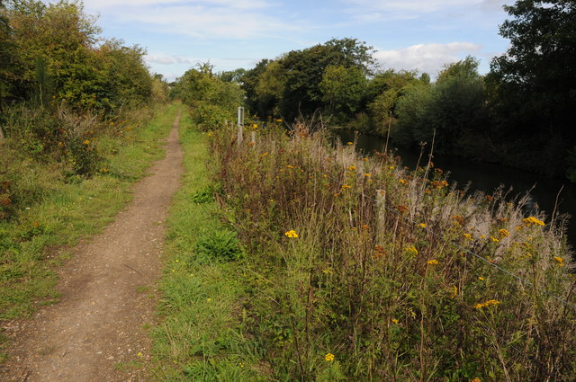 Thames Path beside New Cut