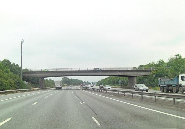 M25 bridge carries A233