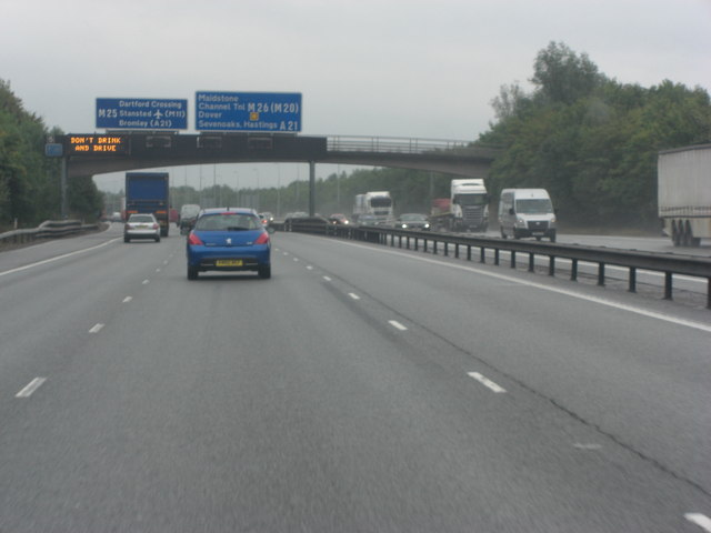 M25 farm-bridge carries Combe Bank drive