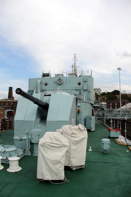 Guns, HMS Cavalier, Chatham Historic Dockyard, Kent