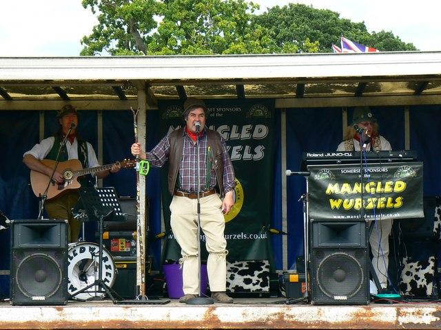 The Mangledwurzels at the White Horse Show, Uffington 2011 (2 of 2)