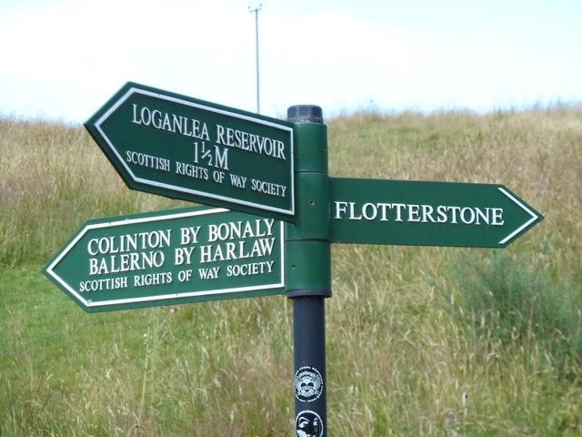 Fingerpost on the roadway adjacent Glencorse reservoir