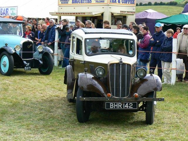 Morris 8 Series II at the White Horse Show, Uffington 2011